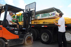 Prepping a James Hardie load for tail-mount forklift delivery